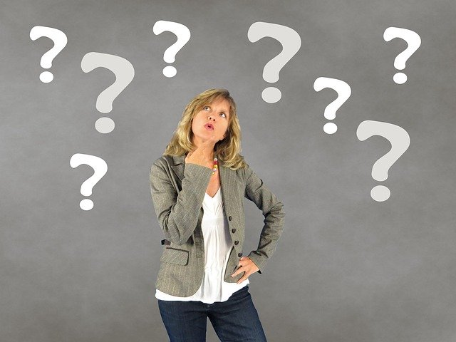 Un femme se pose des questions